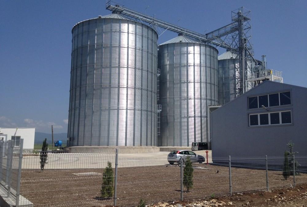 Складова база със силози за зърно и зърнени продукти