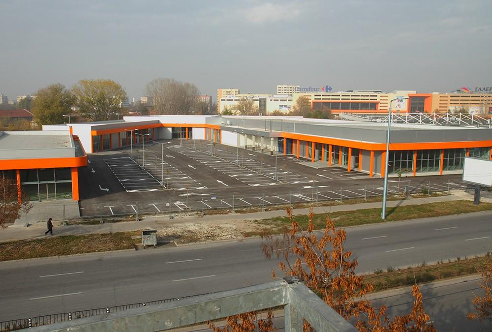 """Магазин """"Lidl"""" и ритейл парк от магазини за промишлени стоки"""