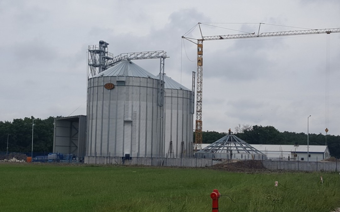 Силозна база за съхранение на зърнени храни